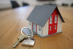 Financially savvy ways to buy a house - house keyring